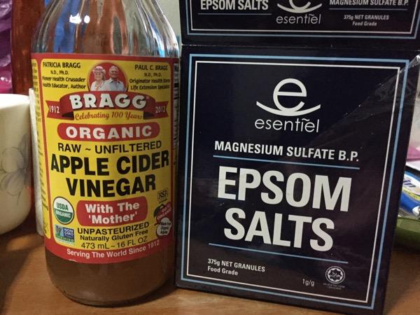 The Epsom Salt and Apple Cider Vinegar foot bath recipe that